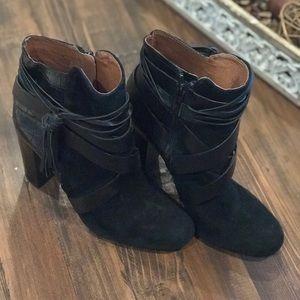 Gianni Bini black booties